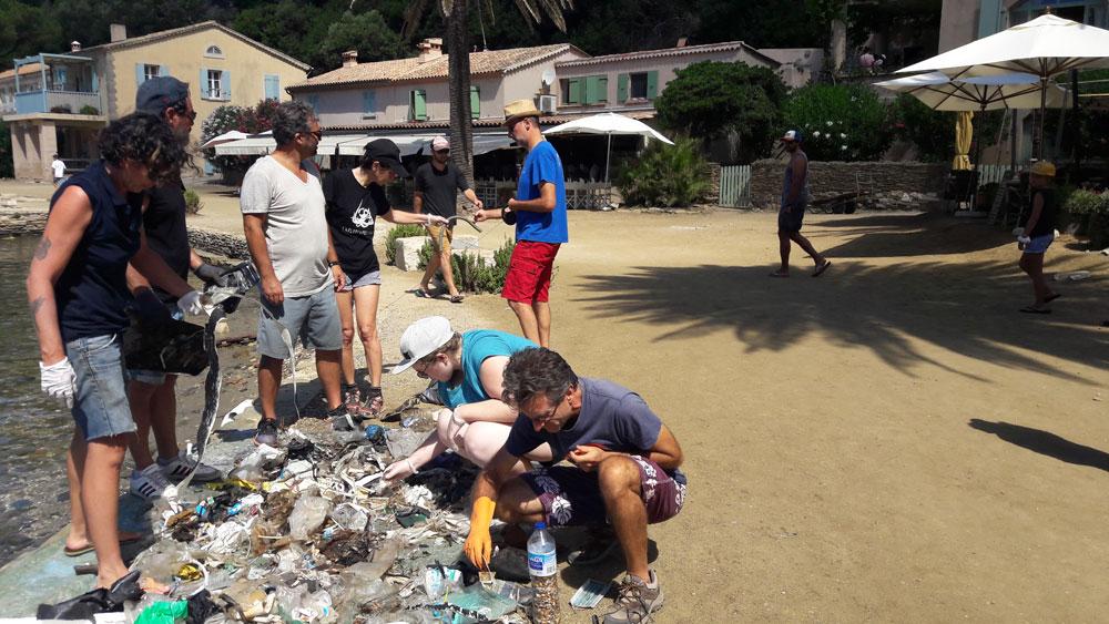 Ramassage de déchets à Port-Cros avec l'association Explore et Préserve